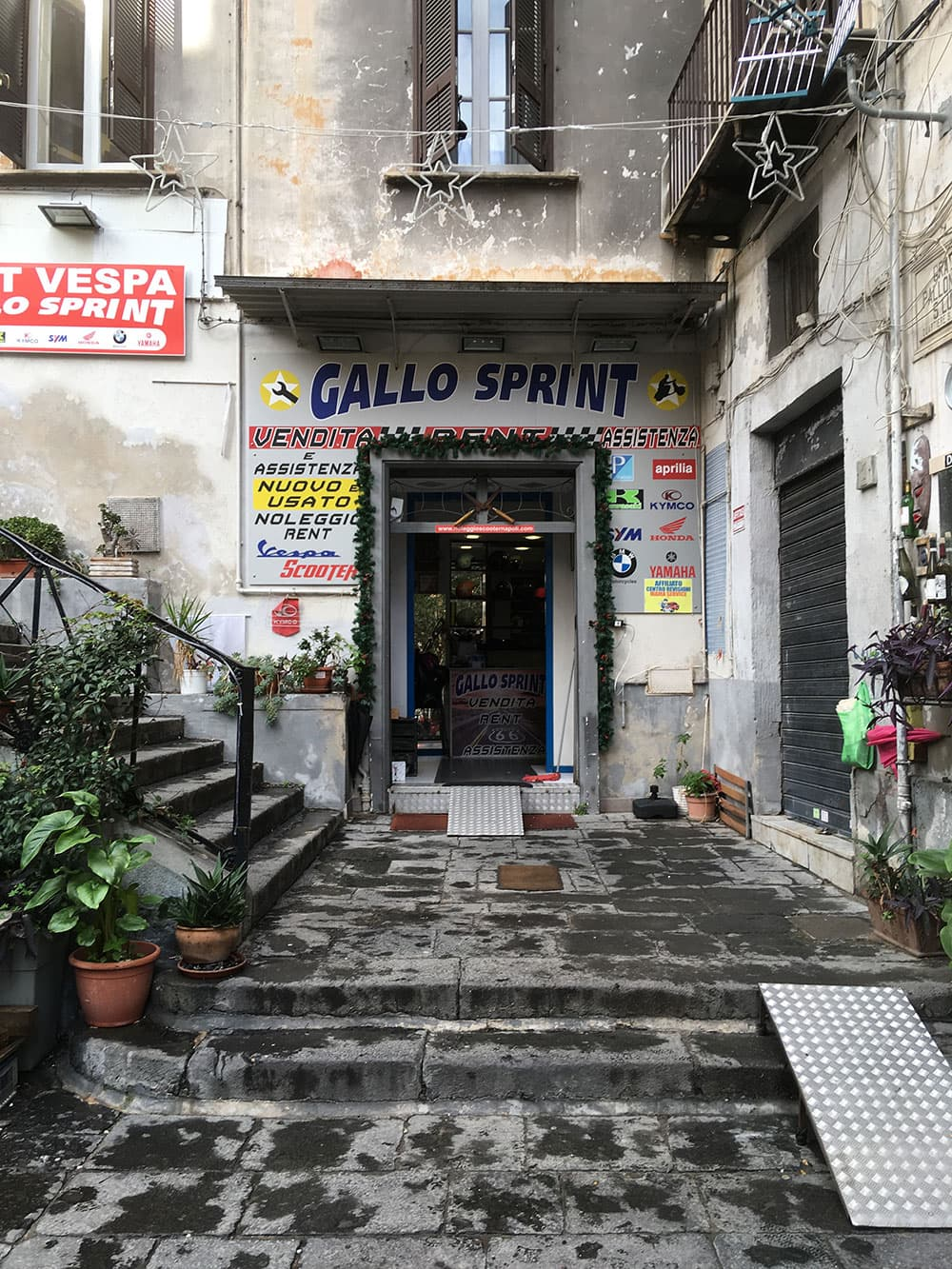 Gallo Sprint scooter hire front entrance in Naples