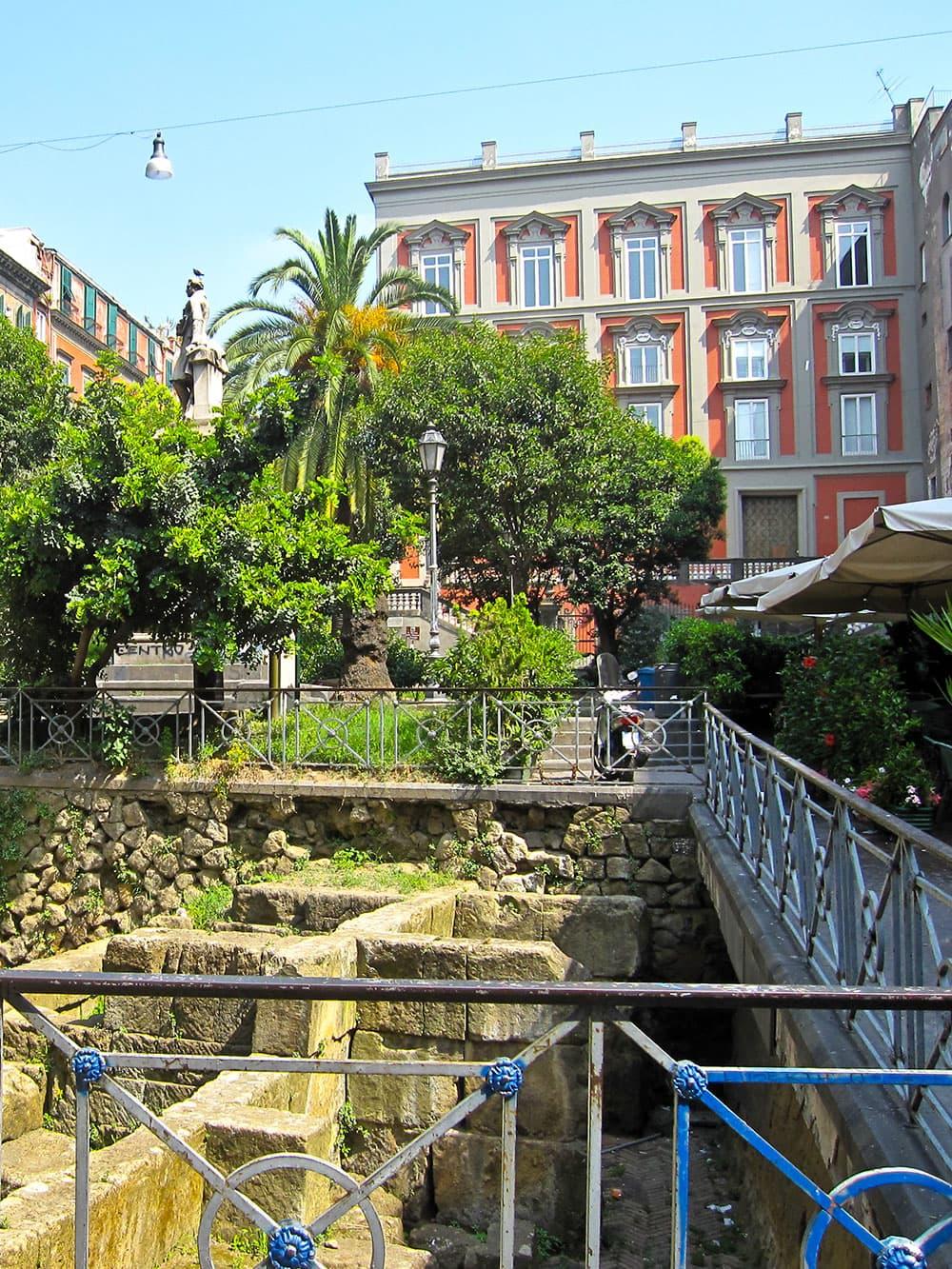 Piazza Bellini Naples © Wikipedia