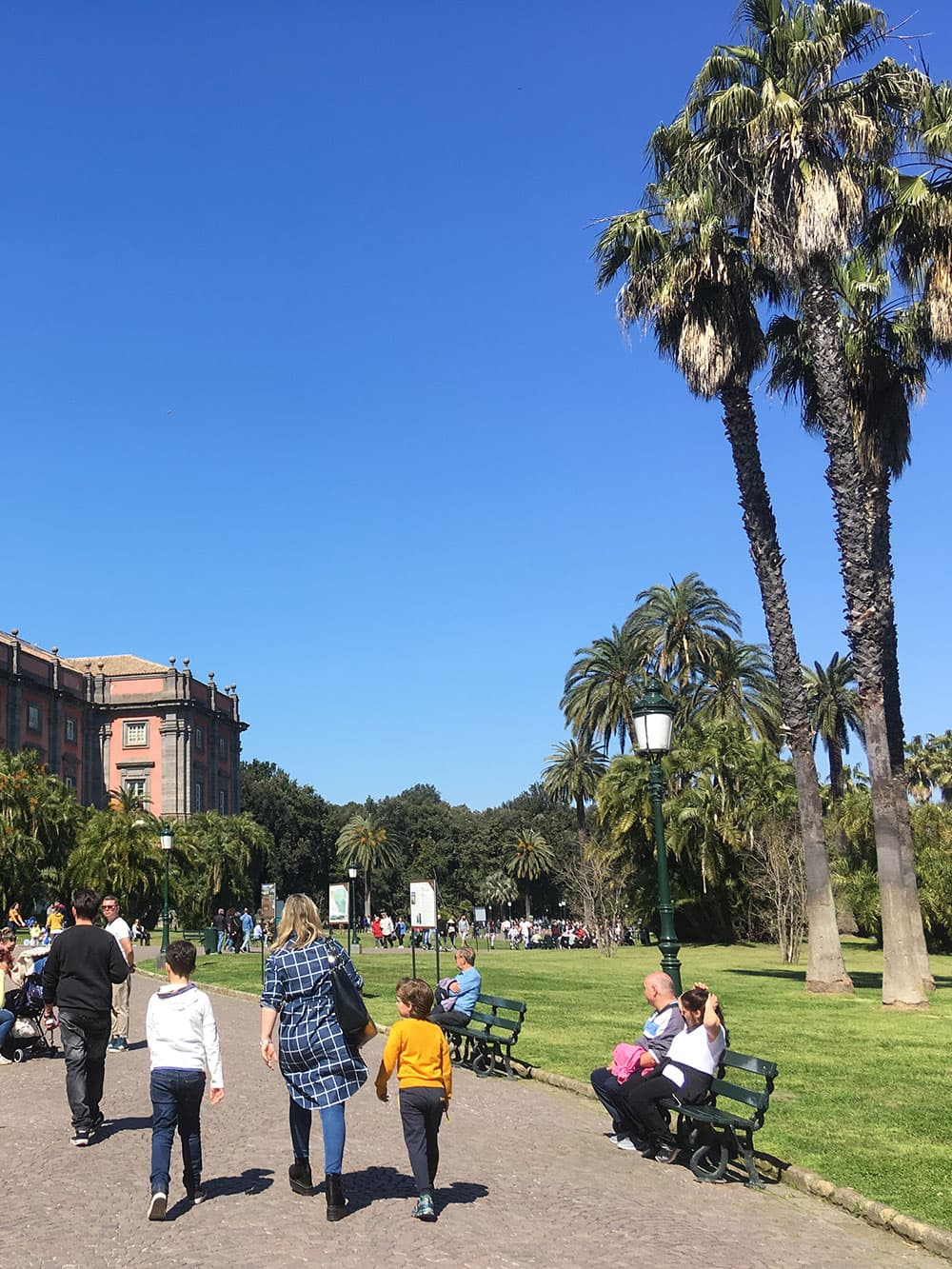 Walking to Capodimonte Museum